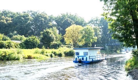 Ein hausboot in deutschland mieten ferienhaus deutschland for Klassisches hausboot mieten
